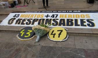 Pancarta associació víctimes accident del metro de València